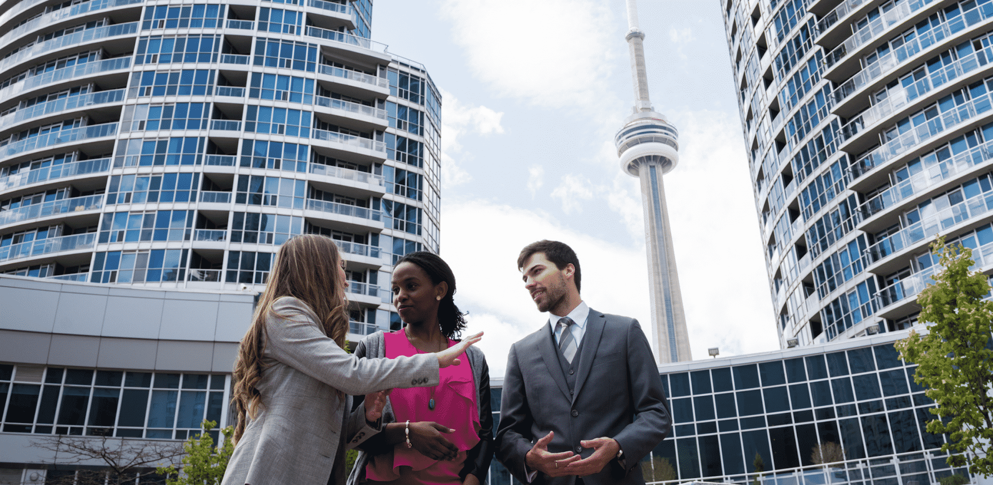 People Discussing Price Of IT Services In Toronto